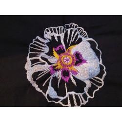 Výšivka květ 1